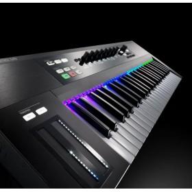 Native instruments KOMPLETE KONTROL S88 mk2 Pro midi Keyboard - schuin voor