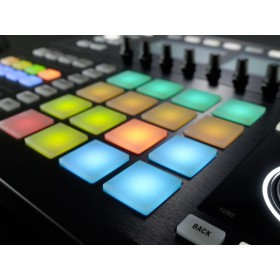 Native Instruments Maschine Studio - beat pads