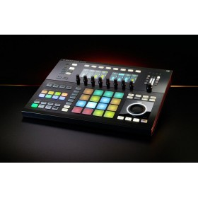 Native Instruments Maschine Studio - zwart