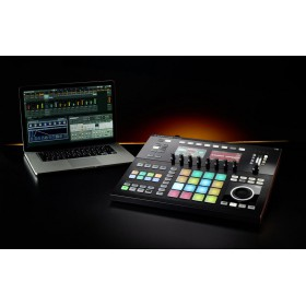 Native Instruments Maschine Studio - met laptop