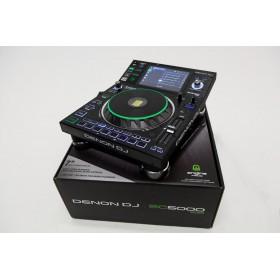 Denon DJ SC5000 Prime Professionele DJ Media speler op de doos