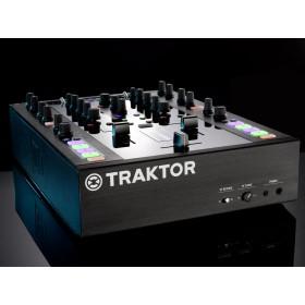 Native Instruments Traktor Kontrol Z2 Pro Mixer/Controller + Scratch Pro3 voorkant aansluitingen bediening