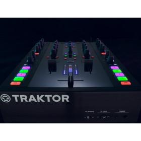 Native Instruments Traktor Kontrol Z2 Pro Mixer/Controller schuin voor boven