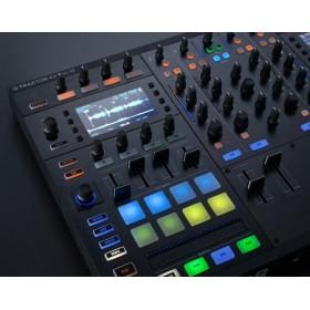 Native Instruments Traktor Kontrol S8 - Digitale DJ USB Midi Controller displays en controles bediening