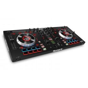 Numark Mixtrack Platinum DJ Controller met display schuin voorkant