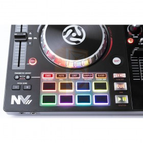 Numark NV II Digitale DJ Controller 4 kanalen performance pads cue loop play bediening