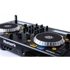 Numark Mixdeck Express V2 DJ Controller met CD en USB - schuin voorkant aansluitingen en bediening