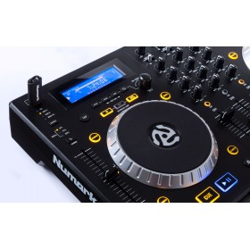 Numark Mixdeck Express V2 DJ Controller met CD en USB - zoom van display en usb media speler