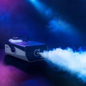 Rook output van de Cameo - PHANTOM F51500 W DMX rookmachine met hoog vermogen en tweekleurige tankverlichting