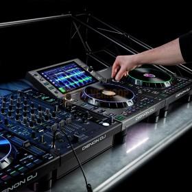 Gebruikers voorbeeld 3 Denon DJ LC6000 Prime - Performance uitbreiding controller