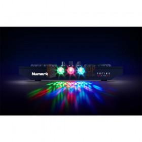 Numark Party Mix Live - DJ-Controller met ingebouwde lichtshow en luidsprekers vooraanzicht van de lampjes in het donker