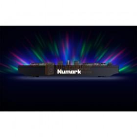 Numark Party Mix Live - DJ-Controller met ingebouwde lichtshow en luidsprekers voorkant in het donker