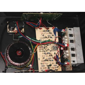 IBIZA Sound AMP300 - Semi-pro versterker 2x240W Max. op 4 ohm binnenkant